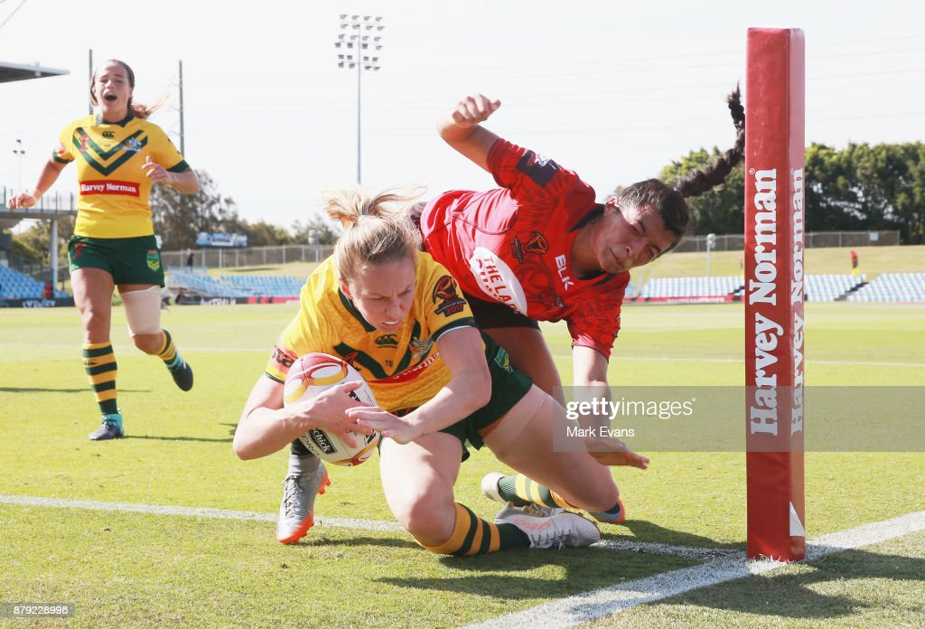 Karina Brown of Australia scores a try during the 2017 Rugby League World Cup Semi Final match between Australia and Canada at Southern Cross Group Stadium on November 26, 2017 in Sydney, Australia.