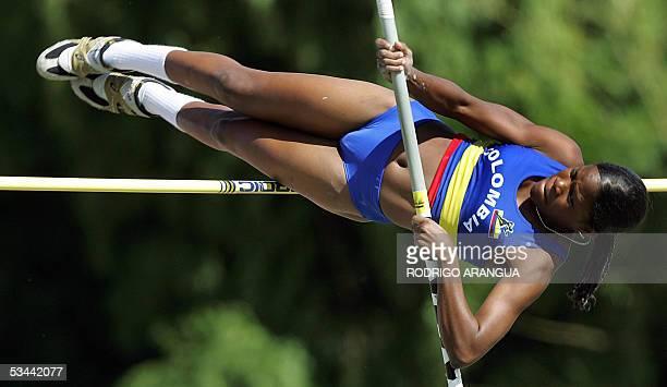 Karina Quejada de Colombia realiza su salto de Garrocha en los XV Juegos Bolivarianos en la ciudad de Armenia departamento del Quindio el 19 de...