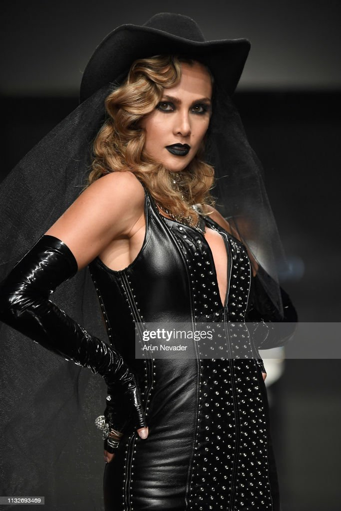 CA: Candice Cuoco at Los Angeles Fashion Week FW/19 Powered by Art Hearts Fashion