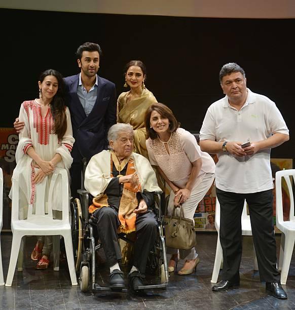 Karishma Kapoor Ranbir Kapoor Rekha Neetu Kapoor and Rishi Kapoor with Shashi Kapoor at the Dadasaheb Phalke Awards where the latter was hounered for.