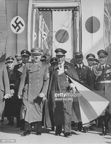Karl BodenschatzKarl BodenschatzAlbert BormannHermann GöringAdolf Hitler Julius Schaub Politiker NSDAP D und Hermann Göring vor dem PergamonMuseum...