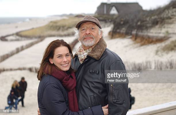 Karl Dall Tochter Janina Sylt Strand Dünen Nordsee Meer Gewässer umarmen Mütze Insel Urlaub PNr 009/03