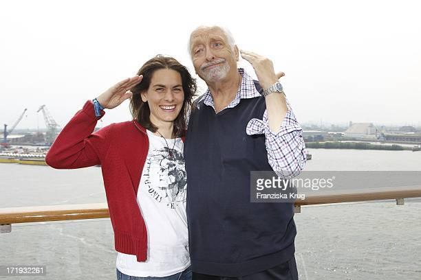 Karl Dall Und Tochter Janina Bei Der Schiffstaufe Von Mein Schiff 2 In Hamburg Am 140511