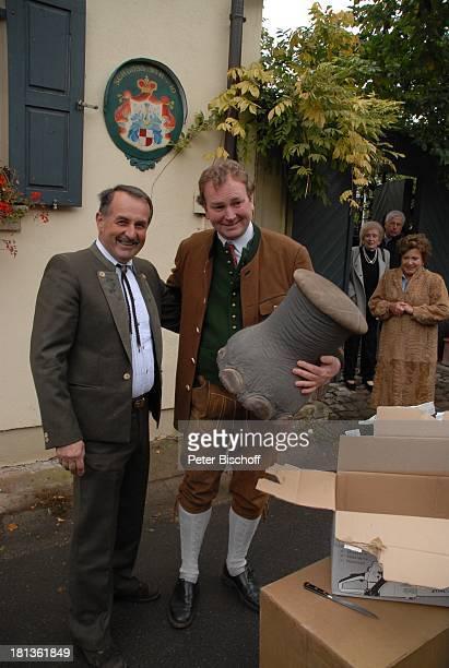 Karl Graf zu CastellRüdenhausen Freund Helmut Weilbach Geburtstagsfeier zum 50 Geburtstag von K a r l G r a f zu CastellRüdenhausen Schloß...