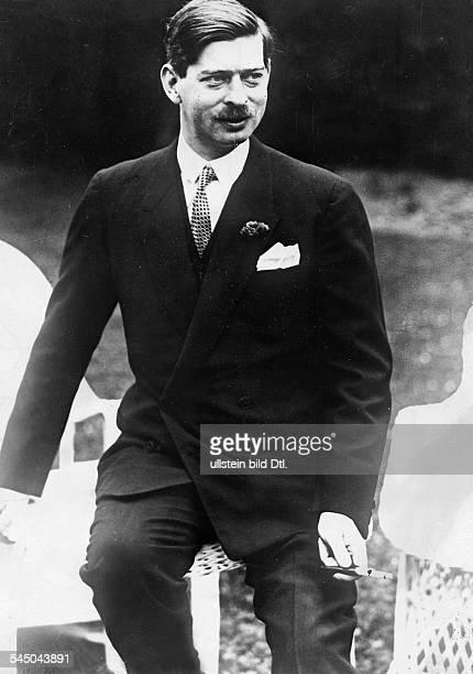 Karl II *18931953König von Rumänien 19301940Porträt in der Zeit als Kronprinz 1928