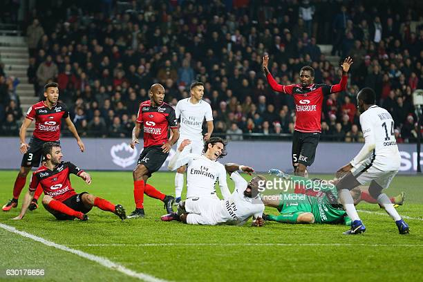 Karl Johan Jonhsson of Guingamp and serge Aurier and Edinson Cavani of Paris Saint Germain during the French Ligue 1 match between Guingamp and Paris...
