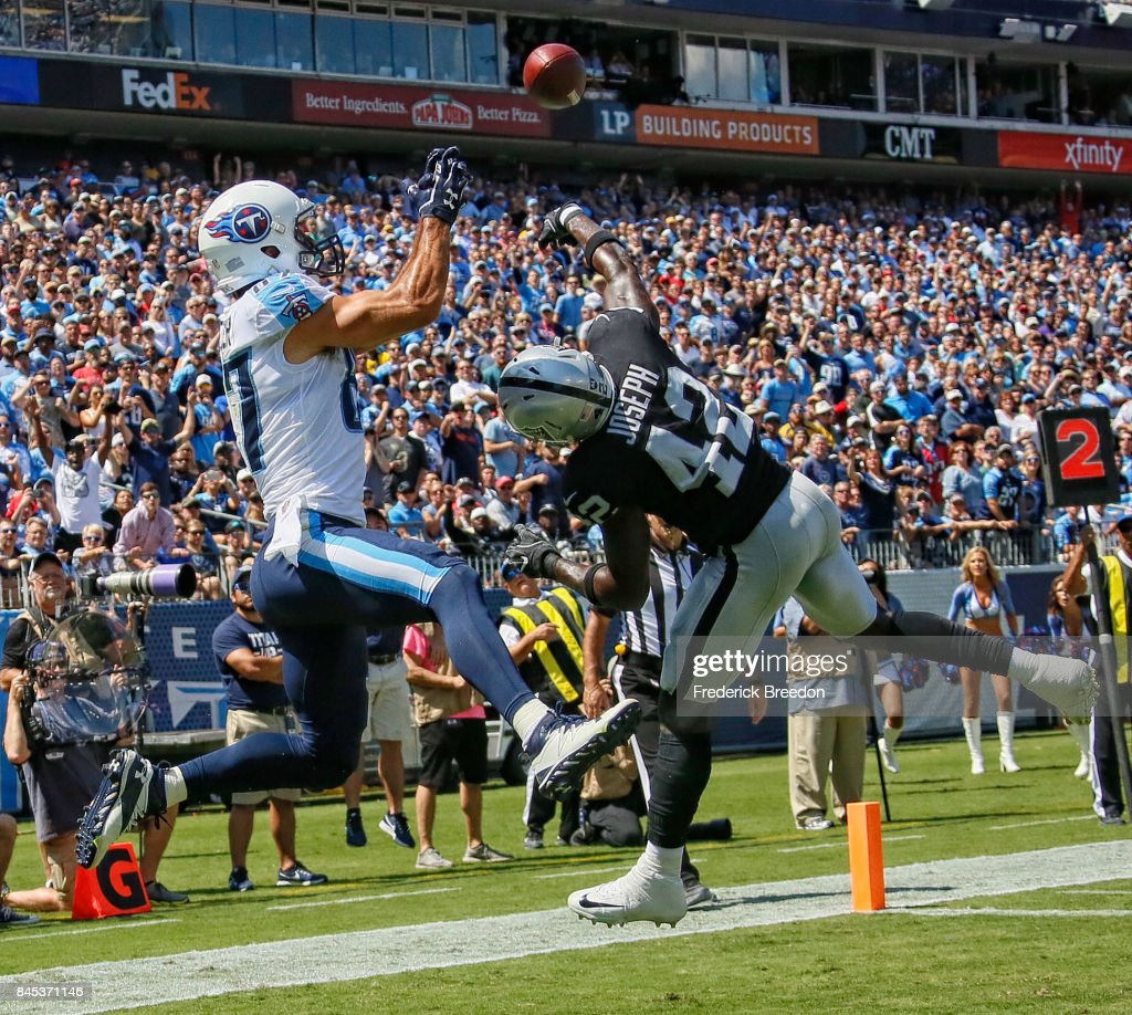 Oakland Raiders v Tennessee Titans : News Photo