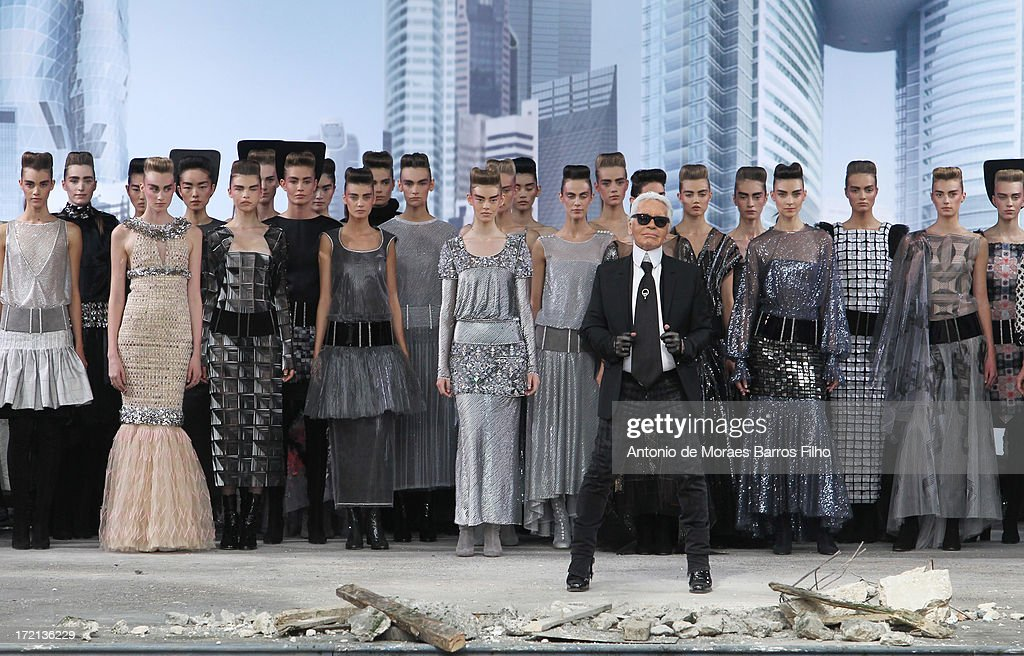 Chanel: Runway - Paris Fashion Week Haute-Couture F/W 2013-2014 : News Photo