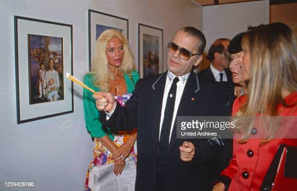 Karl Lagerfeld and Gunilla von Bismarck at the opening of his photography exhibition Parade at Museum fuer moderne Kunst in Frankfurt Germany 1994
