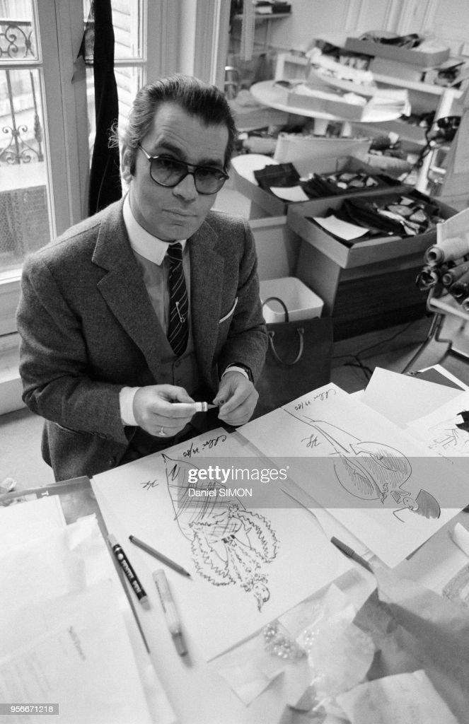 Karl Lagerfeld chez Chloé en 1979 : News Photo
