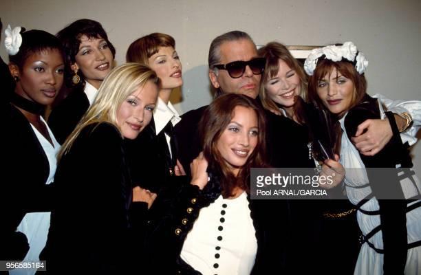 Karl Lagerfeld entouré notamment des top models Naomi Campbell Yasmeen Ghauri Estelle Hallyday Linda Evagelista Claudia Schiffer Christy Turlington...
