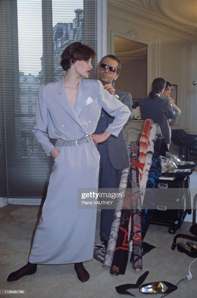 Fashion Designer Karl Lagerfeld at Chloe's Paris Studio : News Photo