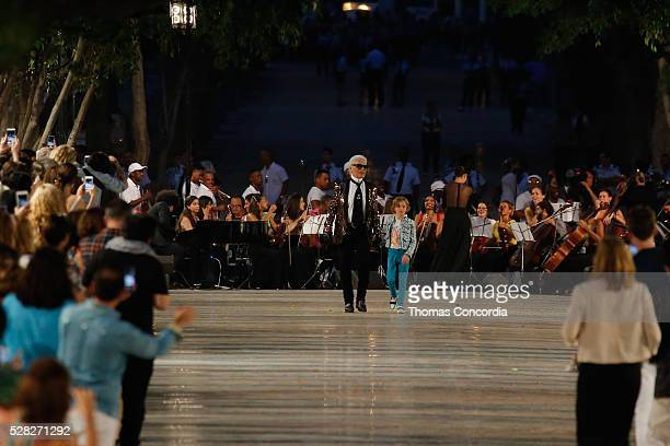 Karl Lagerfeld greets the audience after presenting the Chanel Cruise Collection 2016/2017 on May 3 2016 in Havana Cuba
