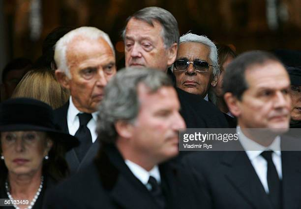 Karl Lagerfeld leaves the funeral service for Aenne Burda on November 10 2005 in Offenburg Germany Aenne Burda was the founder of the Burda...