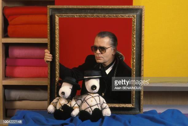 Karl Lagerfeld styliste lors du quarantième anniversaire de Snoopy en janvier 1990 en France