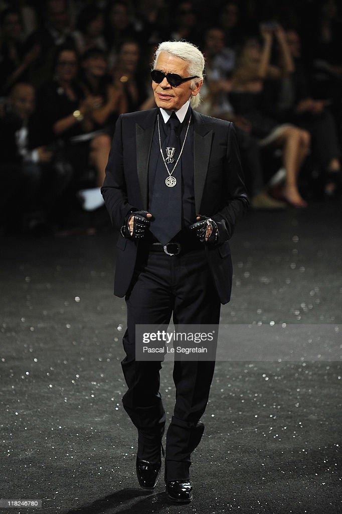 Chanel: Runway - Paris Fashion Week Haute Couture F/W 2011/2012 : Fotografía de noticias