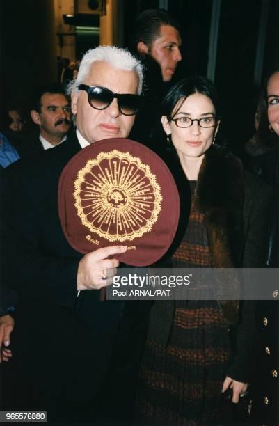 Karl Lagerfield et Demi Moore le 16 octobre 1997 à Paris France