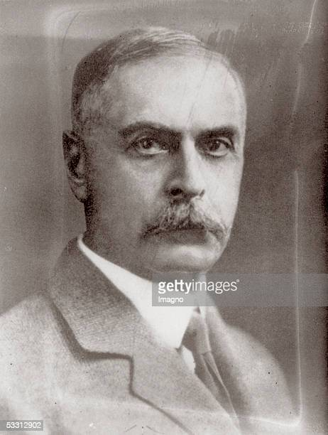 Karl Landsteiner bacteriologist winner of the 1930 Nobel prize in medicine for the discovery of the human blood types Photography around 1925 [Karl...