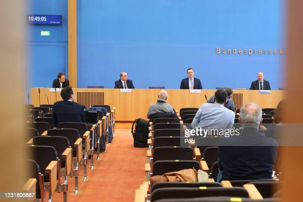 Karl Lauterbach, health policy expert of the German Social Democrats , Robert Institute Vice President Lars Schaade and German Health Minister Jens...