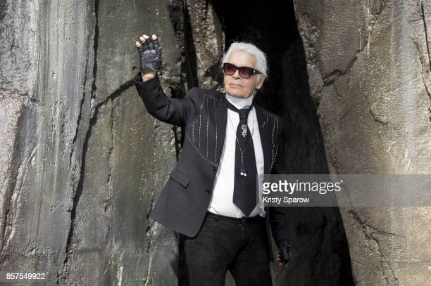 Karl Legerfeld acknowledges the audience during the Chanel show as part of Paris Fashion Week Womenswear Spring/Summer 2018 on October 3 2017 in...