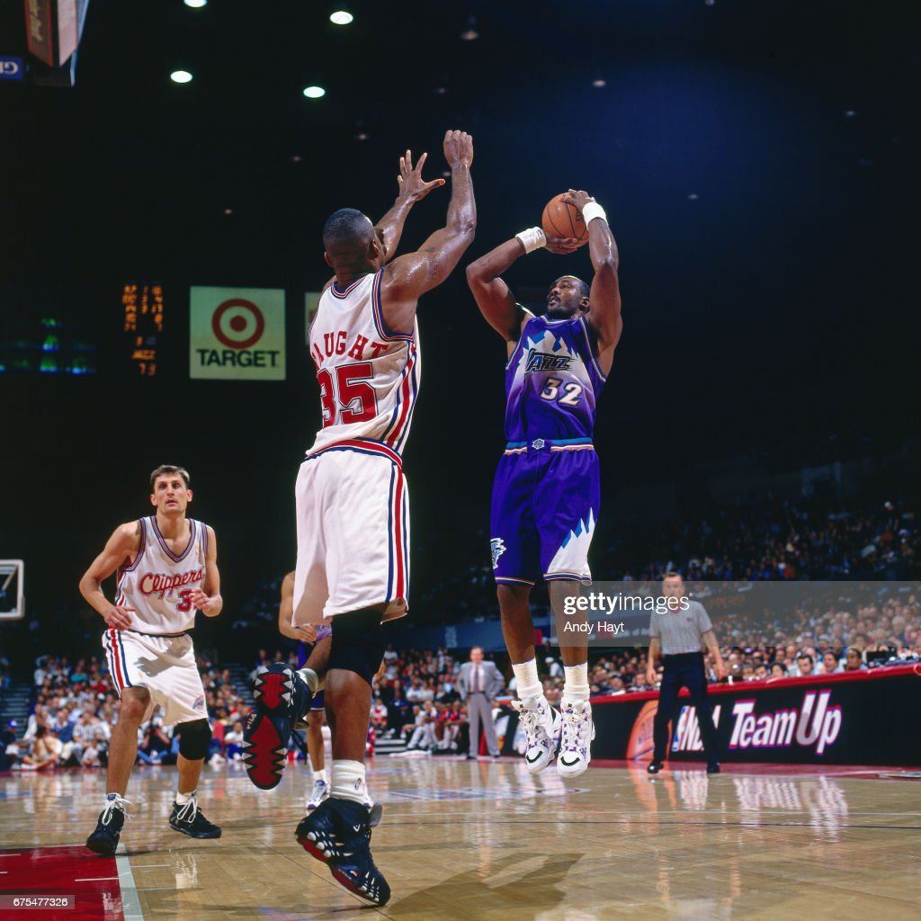 Karl Malone of the Utah Jazz shoots against the Los Angeles Clippers... News Photo - Getty Images