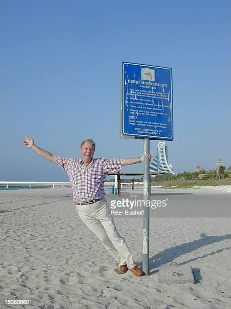 Karl Moik ARD/ORFMusikShow Musikantenstadl Dubai Vereinigte Arabische Emirate Meer Sand Strand Straßenschild
