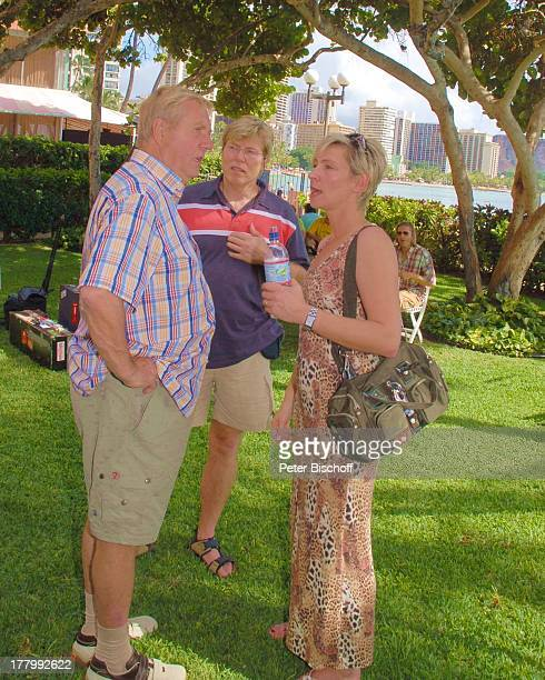 "Karl Moik , Claudia Jung, David, Probe zur Musik-Show ""Aloha & Servus"", Garten des ""Sheraton Hotel"", Honolulu, Insel Oahu, Hawaii, Amerika, USA,..."