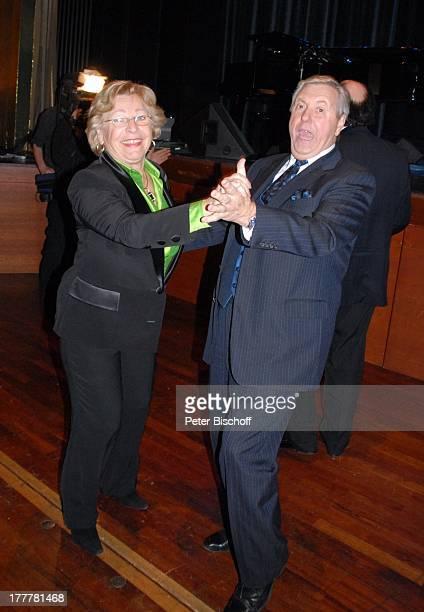 """Karl Moik, Ehefrau Edith, Geburtstags-Party zum 70. Geburtstag von T O N Y M A R S H A L L, """"Kurhaus Baden-Baden"""", Baden-Württemberg, Deutschland,..."""