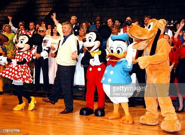 Karl Moik mit MinnieMaus Donald DuckPluto GoofeyOrlando/Florida/USA/Amerika ARDShow'Musikantenstadl'