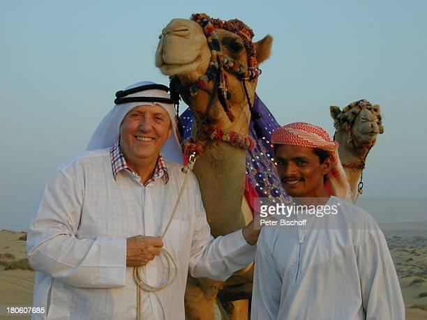 Karl Moik Name folgt ARD/ORFMusikShow Musikantenstadl Dubai Vereinigte Arabische Emirate Kamel Wüste Sand Tier Orientalische Tracht Fes