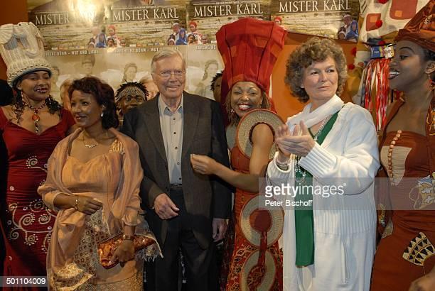 Karlheinz Böhm Ehefrau Almaz Gudula Blau und Mother Africa Künstler Premiere Mister Karl Karlheinz Böhm Wut und Liebe GloriaFilmpalast München Bayern...