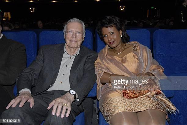 Karlheinz Böhm Ehefrau Almaz Premiere Mister Karl Karlheinz Böhm Wut und Liebe GloriaFilmpalast München Bayern Deutschland Europa Filmpremiere...