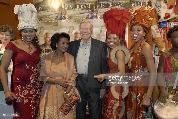Karlheinz Böhm Ehefrau Almaz und Mother Africa Künstler Premiere Mister Karl Karlheinz Böhm Wut und Liebe GloriaFilmpalast München Bayern Deutschland...