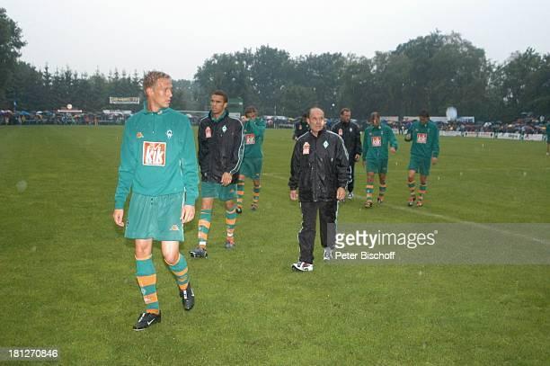 """Karl-Heinz """"Kalli"""" Kamp , Amateur-Spieler, Freundschaftsspiel """"Blau-Weiß Bornreihe"""" gegen """"SV Werder Bremen"""", Bornreihe/Hambergen, , Fußball-Spiel,..."""