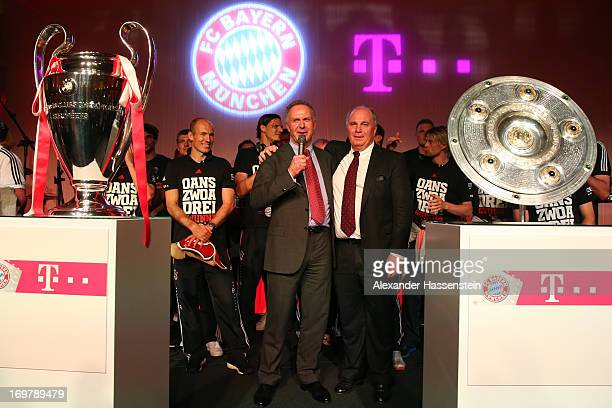 KarlHeinz Rummenigge CEO of FC Bayern Muenchen speaks with Uli Hoeness President of FC Bayern Muenchen during the FC Bayern Muenchen Champions party...