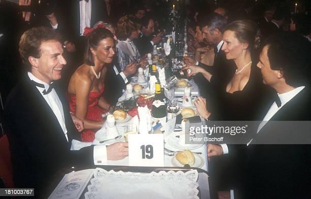 """Karl-Heinz Rummenigge, -Ehefrau Martina Wehling, Uwe Seeler , Franz Beckenbauer , Lebensgefährtin Sybille Weimar , """"Ball des Sports"""", , Sportler,..."""