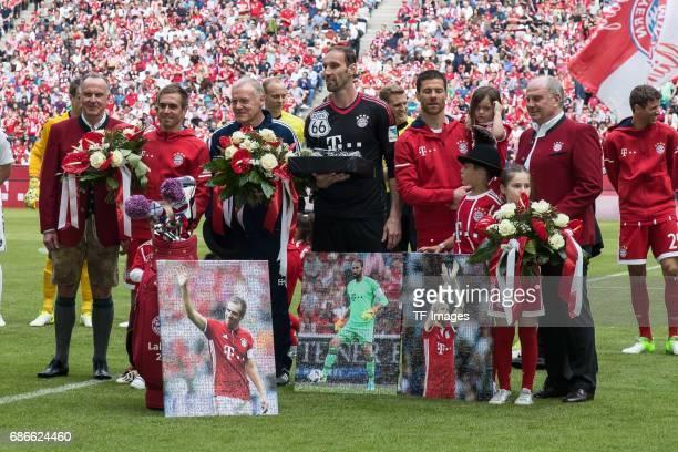 KarlHeinz Rummenigge of Bayern Muenchen Philipp Lahm of Bayern Muenchen Cocoach Hermann Gerland of Bayern Muenchen Goalkeeper Tom Starke of Bayern...