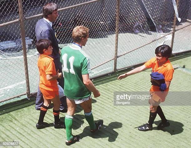 WM 1986 in Mexiko LAENDERSPIEL/FINALE DEUTSCHLAND ARGENTINIEN 23 KarlHeinz RUMMENIGGE/GER mit Kindern