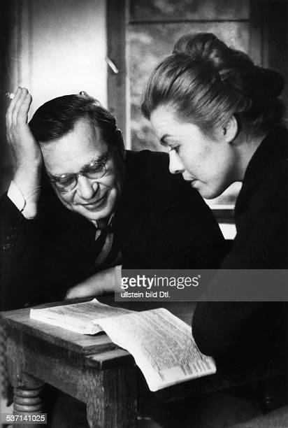KarlHeinz Stroux Director Germany rehearsing with actress Heidemarie Hatheyer Photographer Charlotte Willott 1953 Vintage property of ullstein bild
