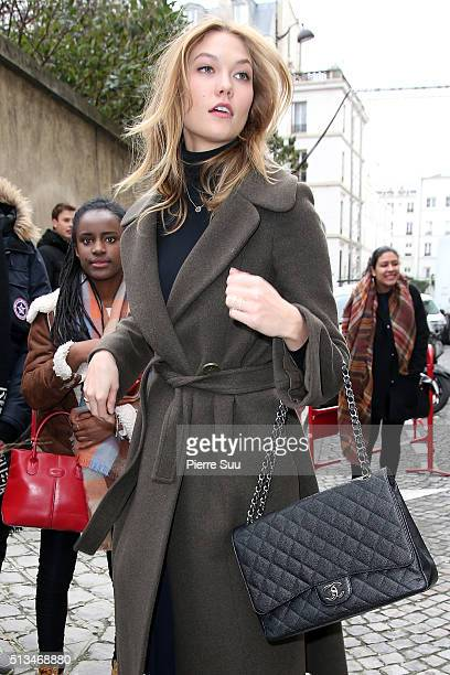 Karlie Kloss arrives at the Balmain show as part of the Paris Fashion Week Womenswear Fall/Winter 2016/2017 on March 3 2016 in Paris France