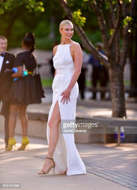 Karlie Kloss arrives to the 2018 CFDA Fashion Awards at Brooklyn Museum on June 4 2018 in New York City