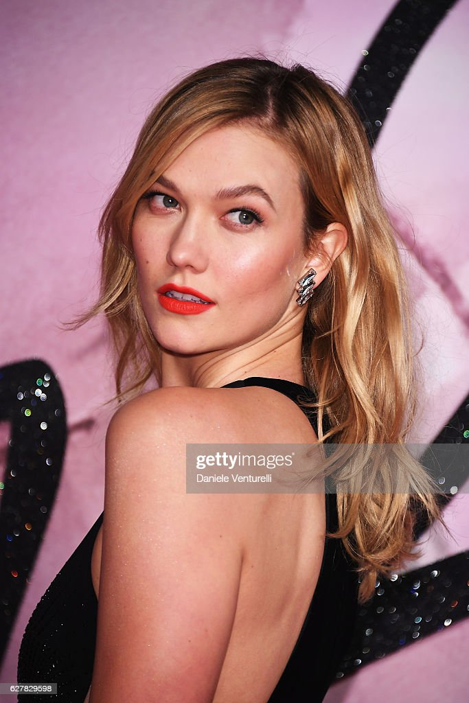 Karlie Kloss attends The Fashion Awards 2016 on December 5, 2016 in London, United Kingdom.
