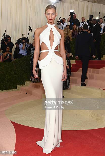 """Karlie Kloss attends the """"Manus x Machina: Fashion In An Age Of Technology"""" Costume Institute Gala at Metropolitan Museum of Art on May 2, 2016 in..."""