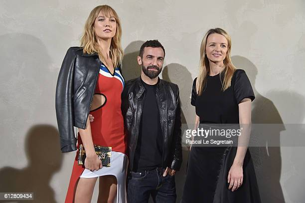 Karlie Kloss Nicolas Ghesquiere and Delphine Arnault attend the Louis Vuitton show as part of the Paris Fashion Week Womenswear Spring/Summer 2017 on...