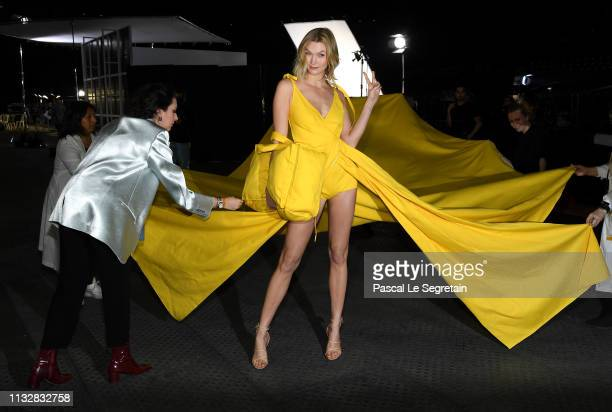 Karlie Kloss prepares backstage before the Off-White show as part of the Paris Fashion Week Womenswear Fall/Winter 2019/2020 on February 28, 2019 in...