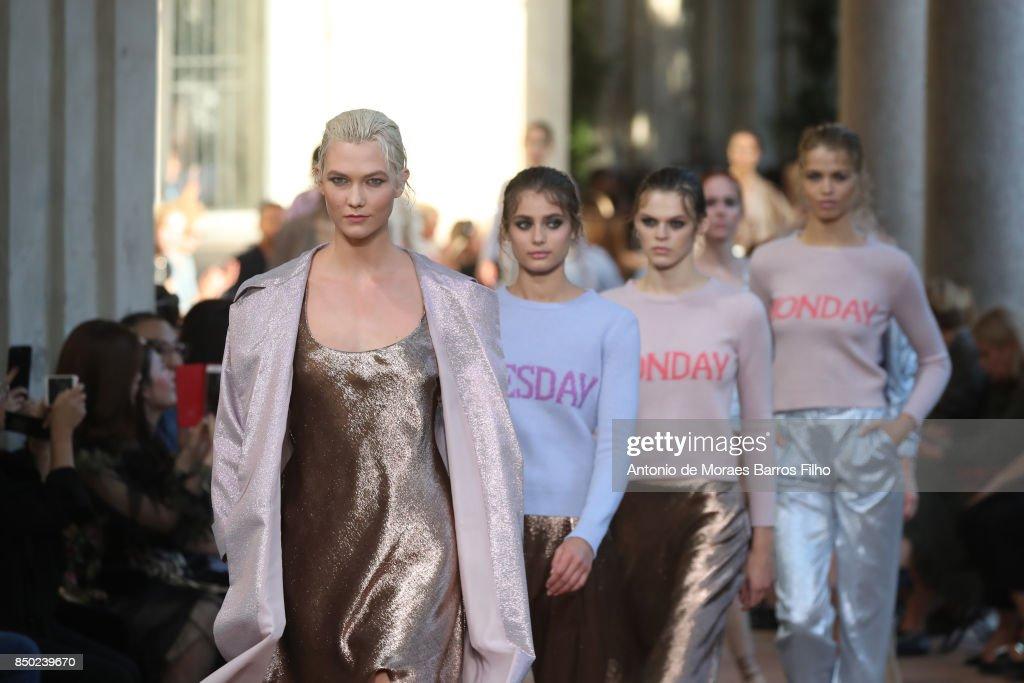 Karlie Kloss walks the runway at the Alberta Ferretti show during Milan Fashion Week Spring/Summer 2018 on September 20, 2017 in Milan, Italy.