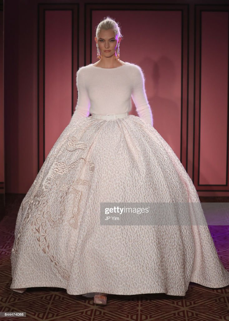 Brandon Maxwell - Runway - September 2017 - New York Fashion Week : News Photo