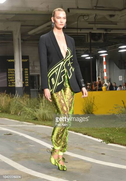 Karlie Kloss walks the runway during the Off White show as part of Paris Fashion Week Womenswear Spring/Summer 2019 on September 27, 2018 in Paris,...