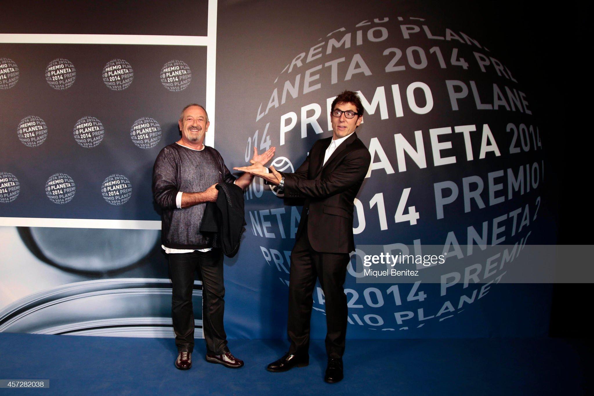 ¿Cuánto mide Manel Fuentes? - Estatura y peso - Página 2 Karlos-arguinano-and-manel-fuentes-attend-the-63th-premio-planeta-picture-id457282038?s=2048x2048