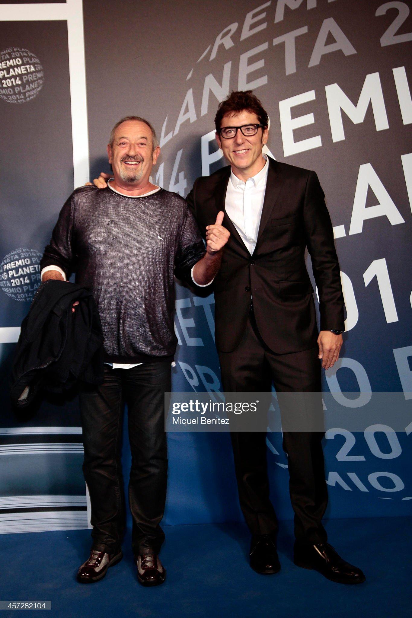 ¿Cuánto mide Manel Fuentes? - Estatura y peso - Página 2 Karlos-arguinano-and-manel-fuentes-attend-the-63th-premio-planeta-picture-id457282104?s=2048x2048